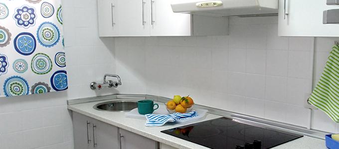 cocina antes-despues renovada con pintura