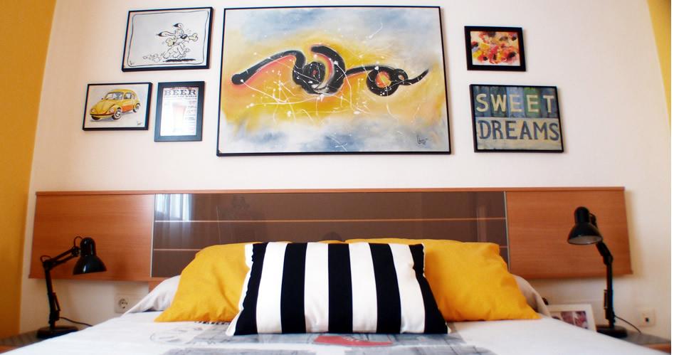 redecorar el dormitorio con composición de cuadros