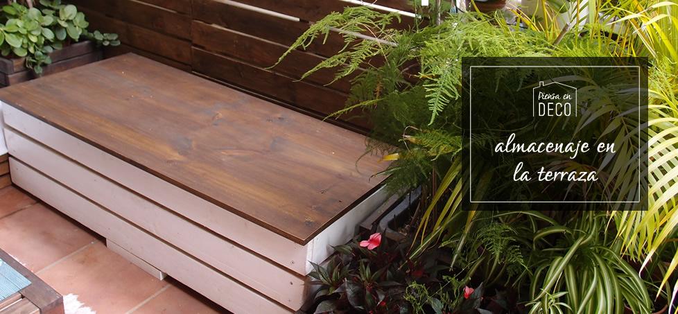 almacenaje en la terraza con un banco-arcón