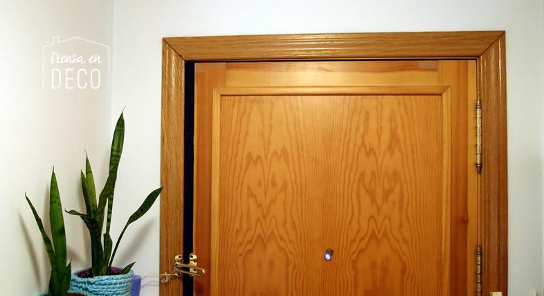 Aislar puerta con espuma de poliuretano piensa en deco for Aislar puerta entrada