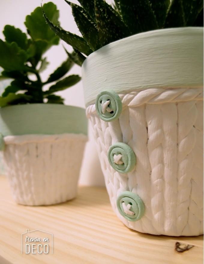 maceta decorada con pasta de papel imitando tejido de punto